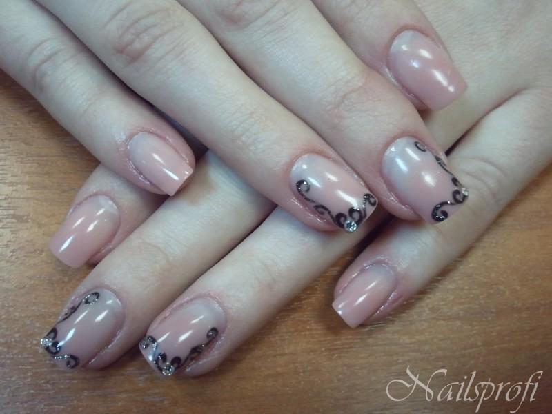 Гелевые ногти с росписью