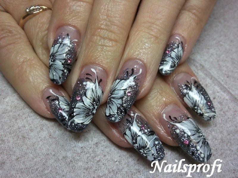 Роспись на акриловых ногтях