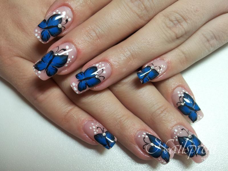 Бабочка на гелевых ногтях