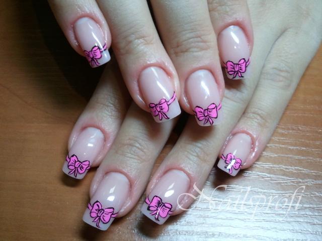 Бантик на гелевых ногтях