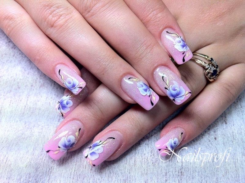 Цветочный узор на акриловых ногтях 6