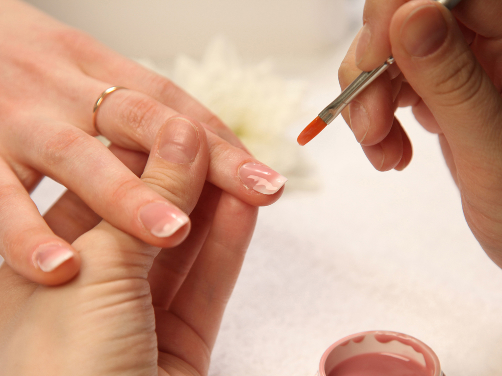 Укрепление ногтей гелем: пошаговая инструкция